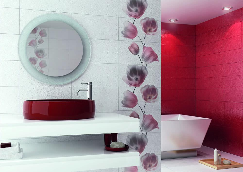 Дизайн керамической плитки с цветами в ванной